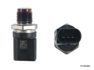2004 - 2009 Sprinter Fuel Pressure Sensor for 5Cyl OM647.981 and 6Cyl 3.0L Engines - Bosch